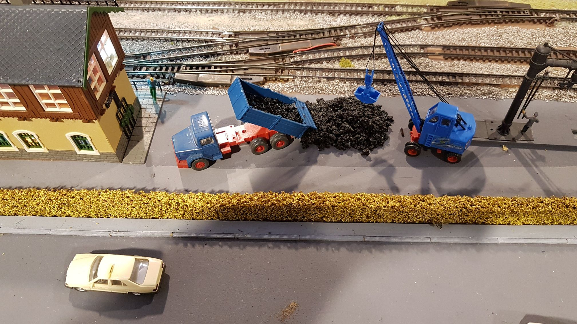 ein liebevolles Modelleisenbahn-Miniaturwunder erstreckt sich in der Ausstellung: Heinz und Florian Kleinod sind die begeisterten Schöpfer und geben ihre Kenntnisse gern weiter